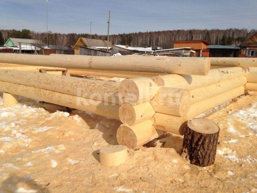 IMG4471Рашид Хуснутдинов работает на срубе пилой компания Комель